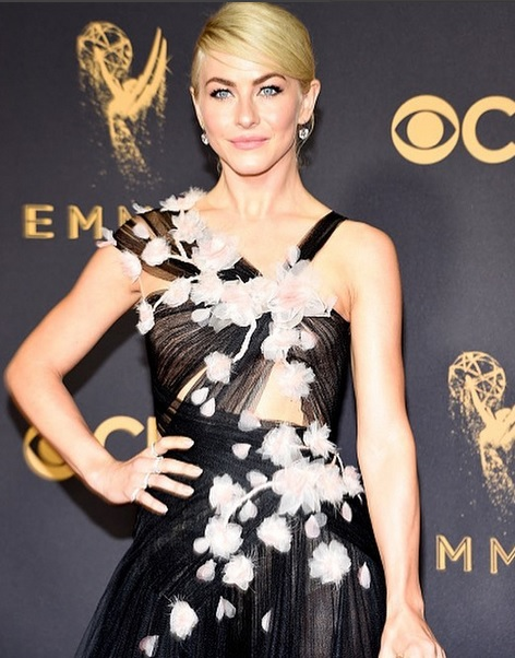 Emmy-Awards-julianne-hough-luxos-e-brilhos