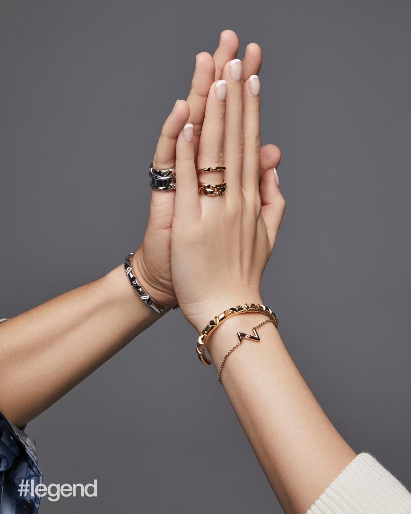 Louis-Vuitton-volt-luxos-e-brilhos-1001-noites-ouro-argolas10