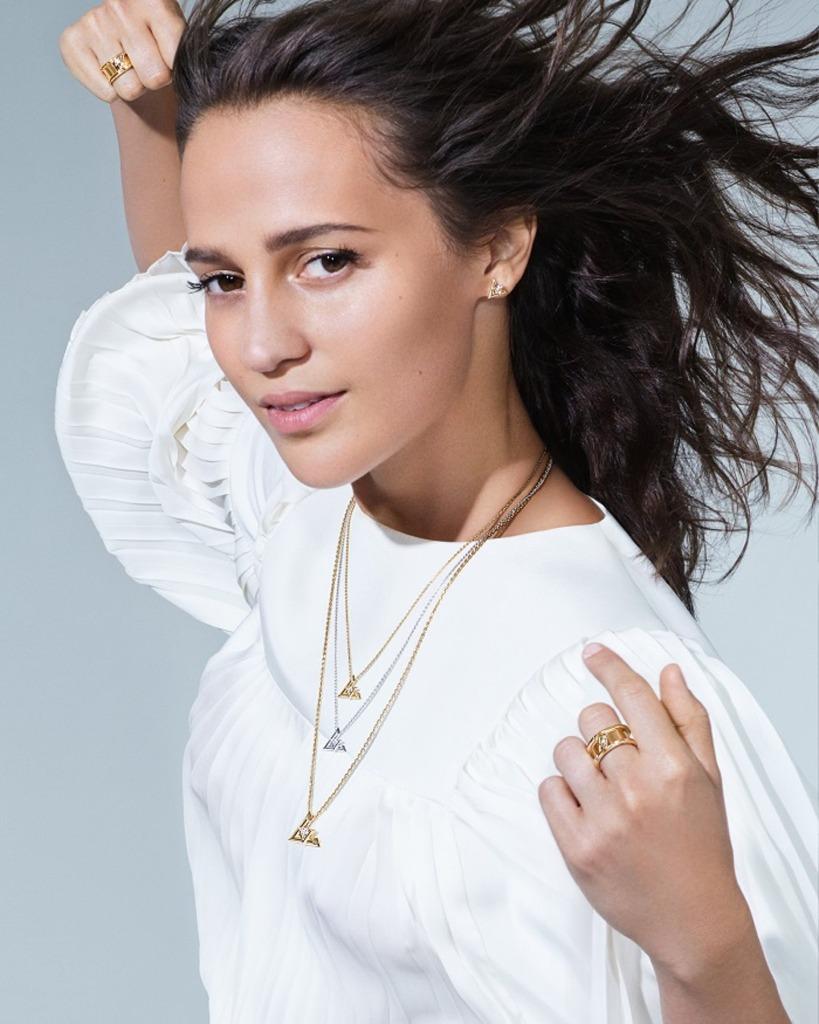 Louis-Vuitton-volt-luxos-e-brilhos-1001-noites-ouro-argolas3