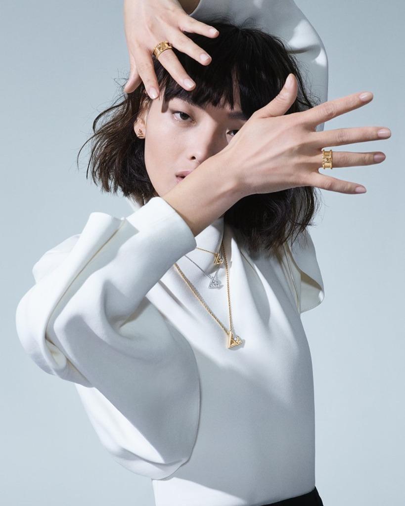 Louis-Vuitton-volt-luxos-e-brilhos-1001-noites-ouro-argolas5